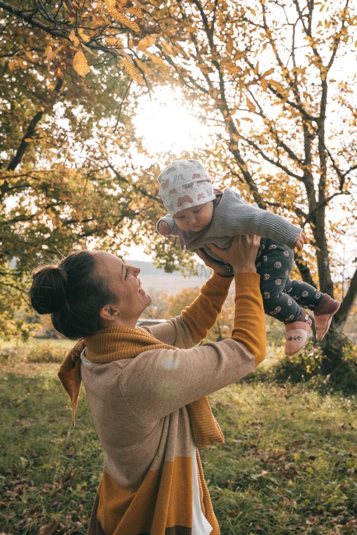 Familienfotografie in Kandern mit Mama und Tochter durch deine Familienfotografin